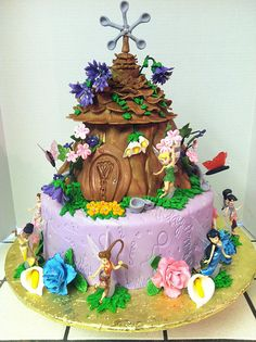 Tinkerbell and Friends cake - i made this cake for my cousin's grand baby. I made sure to put calla lilies and roses in memory of her mother. Fairy House Cake, Fairy Garden Cake, Garden Cakes, Fairy Cakes, Fairy Birthday Cake, Birthday Cake Girls, Tinkerbell And Friends, Friends Cake, Disney Cakes
