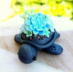 Black marble turtles are back!🐢💖😁 I'm about half way done with the batc. Polymer Clay Turtle, Polymer Clay Figures, Polymer Clay Animals, Polymer Clay Miniatures, Polymer Clay Creations, Fimo Kawaii, Polymer Clay Kawaii, Polymer Clay Charms, Polymer Clay Art