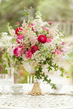 table centerpiece with garden roses, ranunculus, astilbe, stock, larkspur, ivy designed by Lana with FairbanksFlorist.net and photographed by Bumby Photography