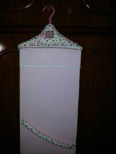 Porta bijuterias para parede ou porta de guarda roupa.