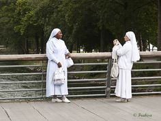 Monjas en sesión de fotos by Frabisa, via Flickr