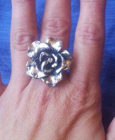 Anillo Rodio en forma de rosa Ref: 708 Precio: 15 euros https://m.facebook.com/cositasdecarlota