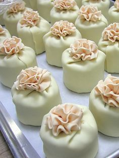 mini cakes...I like the way the fondant is with flower on top cute:)