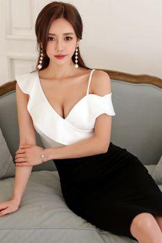 Korean Fashion Trends you can Steal – Designer Fashion Tips Cute Asian Girls, Korean Model, Beautiful Asian Women, Mode Style, Asian Fashion, Ol Fashion, Asian Woman, Malta, Beauty Women