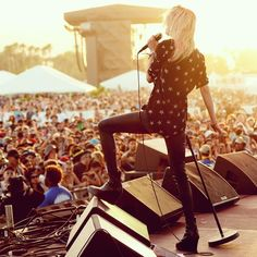 HELL YEAH ALISON MOSSHART!!! : Photo