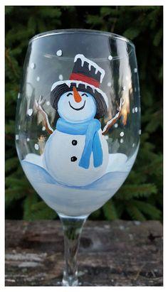 Christmas Wine Glasses, Diy Wine Glasses, Christmas Wine Bottles, Decorated Wine Glasses, Hand Painted Wine Glasses, Wine Glass Crafts, Wine Bottle Crafts, Mason Jar Art, Painted Wine Bottles