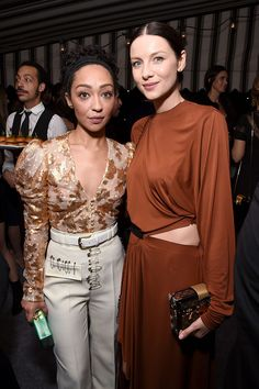 Ruth Negga & Caitriona Balfe from Golden Globes 2017 Party Pics The European actresses rock fashion-forward looks at W magazine, Audi and Moët & Chandon's pre-party at Chateau Marmont. Tracee Ellis Ross, Caitriona Balfe, Vintage Glam, Golden Globes, Rock Style, Fashion Forward, Boho Fashion, Muse, Beautiful People