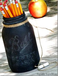 Teacher Gift Ideas - Back to School Ideas - Mason Jar Gift Ideas - Chalkboard Pencil Holder - Mason Jar Crafts Love