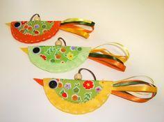 Penduricalhos! Podem ser usados como chaveiros, móbiles, enfeites para bolsa ou até mesmo em paredes. R$10,00 - portfolioideias.wordpress.com.br