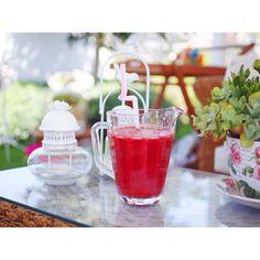 """strawberry chia yumminess // çilek + chia tohumları """
