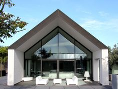 Modern architecture with a focus on outdoor living. VCVA 2500 by Bruno Haenen Architekten. Modern Small House Design, Modern Villa Design, Roof Architecture, Modern Architecture House, A Frame House, Minimal Home, Shed Homes, Modern Barn, Building A New Home