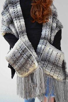 Cachecol com bolso em crochê: passo a passo com gráfico Crochet Shawl, Crochet Top, Yarn Crafts, Fingerless Gloves, Arm Warmers, Lana, Free Pattern, Ideias Fashion, Women