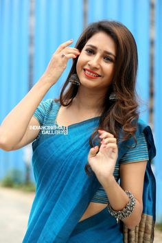 Exclusive stunning photos of beautiful Indian models and actresses in saree. Indian Bollywood Actress, Beautiful Bollywood Actress, Beautiful Actresses, Indian Actresses, Tamil Actress, Stylish Sarees, Beautiful Saree, Beautiful Women, Beautiful People