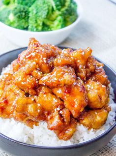 General Tso& Chicken is a favorite Chinese food takeout choice that is sweet and slightly spicy with a kick from garlic and ginger. General Tso, Easy Chinese Recipes, Asian Recipes, Healthy Recipes, Chinese Honey Chicken, Orange Chicken, Sesame Chicken, Chinese Food Delivery, Tso Chicken