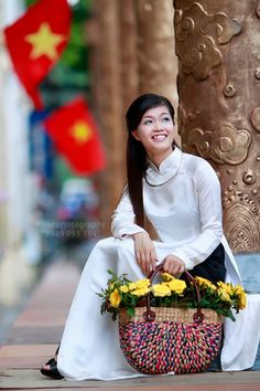 Asia Travel Advisor is a vietnam tour specialist, we offer private tour packages, specialize in customizing and tailor-making tours at affordable prices Vietnamese Traditional Dress, Vietnamese Dress, Traditional Dresses, Silk Tunic, Silk Dress, Ao Dai Vietnam, Asia Girl, White Girls, Asian Woman