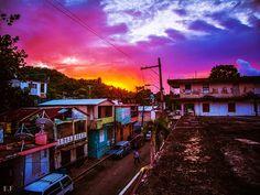 """""""El sol se va escondiendo en el rosado del cielo""""  _Alto de Cuba_  (Edgar Freytes)"""