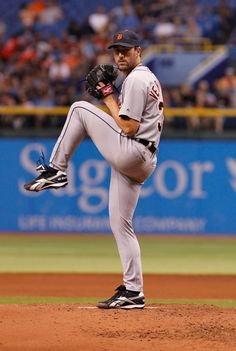 Justin Verlander when he was on the Detroit Tigers. He joined the tigers in 2005 but got traded to play in Houston on July 2017 we miss you JV Hot Baseball Players, Baseball Guys, Mlb Players, Sports Baseball, Baseball Pants, Softball, Detroit Sports, Detroit Tigers Baseball, Detroit Lions
