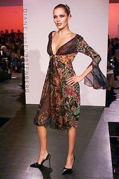 Diane von Furstenberg Fall 2002 Ready-to-Wear Collection Slideshow on Style.com