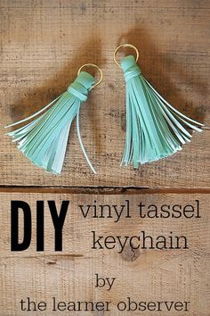 DIY tassel keychain using small pieces of vinyl. Easy DIY that can be made in 10 minutes and makes a great gift for just about anyone!