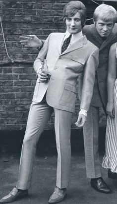 "A young Rod Stewart with Long John Baldry and just out of the picture, Beryl Marsden from the Mod/Soul band of the The Steampacket, circa x What a pity "" Rod the mod "" went on to be such a dick Mod Fashion, 1960s Fashion, Teen Fashion, Youth Culture, Pop Culture, Mod Suits, Swinging London, British Rock, Rod Stewart"