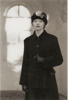 Sarah Crozier cloche hat with antique parchment roses www.sarahcrozier.com