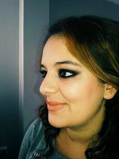 Ahumado clásico en negro. Un maquillaje básico para los dias mas cañeros, acompañado de un labial nude u otro color mas llamativo. #MaquillajeSocial #MaquilladoraProfesional #CristinaGamezMakeUp #Ahumados