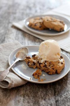 Cookie with ice cream