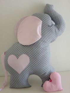 Baby Toys Handmade Projects 50 Ideas For 2019 The Effective Pictures We Offer You About Baby Toys newborn A quality picture can tell you many things. You can find the most beautiful pictur Baby Pillows, Kids Pillows, Animal Pillows, Sewing Stuffed Animals, Stuffed Toys Patterns, Baby Sewing Projects, Sewing For Kids, Quilt Baby, Unicorn Pillow