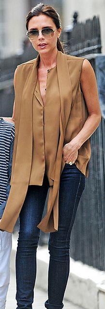 Who made  Victoria Beckham's aviator sunglasses, blue denim skinny jeans, and aviator sunglasses?