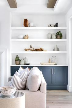 Home Decor Stores Seattle across Coastal Living Furniture Ideas while Coastal Living Room Pictures Coastal Bedrooms, Coastal Living Rooms, Master Bedrooms, Beach Cottage Style, Beach House Decor, Design Living Room, Living Room Decor, Dining Room, Living Room Shelves