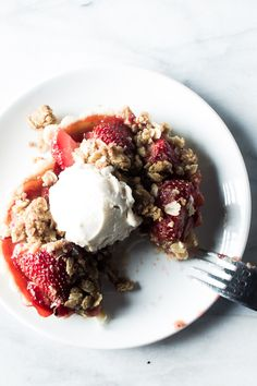 Strawberry Rhubarb Tartlets with a Crumb Topping