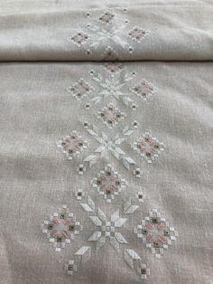 Palacio Bargello, Ribbon Embroidery, Crochet Flowers, Needlework, Diy And Crafts, Cool Stuff, Creative, Pattern, Dots