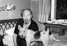 Juan Carlos Onetti, el escritor uruguayo más querido de los últimos tiempos y ganador del premio Cervantes. En la foto está junto a su perra La Biche.