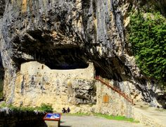 Ermita de San Úrbez, cueva del Sestral