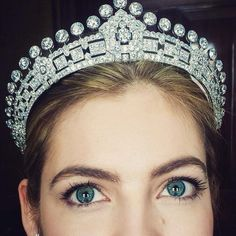 Sothebys: A Cartier tiara previously owned by Mary (Crewe-Milnes) Innes-Ker, Duchess of Roxburghe the first wife of the Duke of Roxburghe-your next formal event? Royal Crowns, Royal Tiaras, Crown Royal, Tiaras And Crowns, Or Antique, Antique Jewelry, Faberge Eier, Diamond Tiara, Royal Jewelry