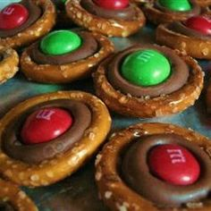 Pretzel Smoochies, photo by Citrus Punch. Perhaps put these in a mason jar with some other similar snacks? Create a Christmas trail mix of sorts?