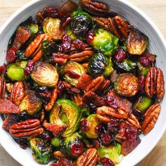Christmas Brussels Sprouts with Bacon, Pecans, and Cranberries Sprout Recipes, Vegetable Recipes, Vegetarian Recipes, Cooking Recipes, Healthy Recipes, Crab Cakes, Salade Caprese, Christmas Side Dishes, Sprouts With Bacon