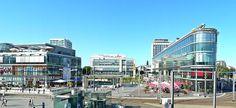 Wer mit der Bahn nach Dresden reist, befindet sich direkt in der Innenstadt. Am Hauptbahnhof gelegen bildet der Wiener Platz gemeinsam mit dem Kugelhaus und der sogenannten Prager Spitze das hochmoderne Eingangsportal zur Stadt und ist perfekt, um das Erlebnis Dresden bei einem ersten Kaffee zu genießen. Das Gesicht des Wiener Platz wird von Glassolitären und dem... #einkaufszentren #kino #kultur