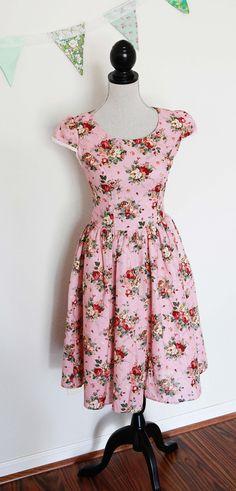 Wow!! Love this floral tea dress :)