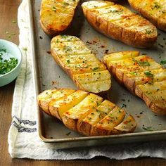 Baked potatoes are great, but why not have a variation to the typical baked potato? These well-seasoned baked potatoes are a fun alternative to plain baked potatoes. It's easy to… Potato Dishes, Vegetable Side Dishes, Vegetable Recipes, Food Dishes, Great Recipes, Favorite Recipes, Recipe Ideas, Holiday Recipes, Vegetarian Bake