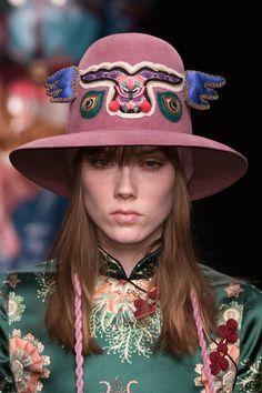 Gucci at Milan Fashion Week Fall 2016 - Details Runway Photos Bold Fashion, Japan Fashion, Armor Clothing, Fall 2016, Winter 2017, Fall Winter, Caps For Women, Chinese Style, Cowboy Hats