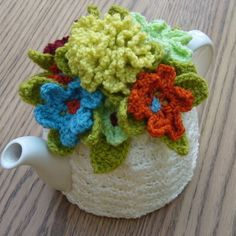 4-6 Cup Crochet Tea CosyCosieCozy - Cream with flowers (Made to order) £19.00