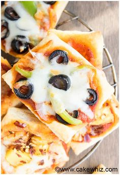 Puff Pastry Pizza Tarts - CakeWhiz Puff Pastry Pizza, Puff Pastry Recipes, Tart Recipes, Pizza Recipes, Appetizer Recipes, Cooking Recipes, Pizza Tarts, Pizza Pizza, Lunch Snacks