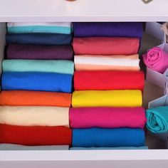 Fold up! And watch these clever folding hacks! - Fold up! And watch these clever folding hacks! Organize your home with these genius folding tricks! Organisation Hacks, Closet Organization, Dresser Drawer Organization, Organizing, Amazing Life Hacks, Simple Life Hacks, Useful Life Hacks, Diy Crafts Hacks, Diy Home Crafts