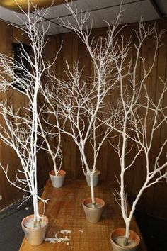 34 Perfect and Romantic Winter Wedding Branch Centerpiece https://www.vanchitecture.com/2017/12/30/34-perfect-romantic-winter-wedding-branch-centerpiece/