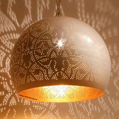 Hanglamp bol filigrain-stijl XL metaal wit finish met gouden binnenkant