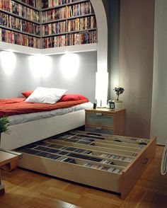 bookshelves and under bed storage. This room is perfect, my dream room! Sweet Home, Small Space Solutions, Under Bed, Small Bedrooms, Home And Deco, My New Room, Decor Interior Design, Interior Ideas, Interior Decorating