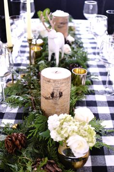 25 Beautiful Christmas Table Decoration Ideas for a Merry and Bright Home - Home and Gardens Christmas Table Settings, Christmas Tablescapes, Christmas Table Decorations, Holiday Tables, Decoration Table, Holiday Decor, Woodland Christmas, Christmas Tea, Rustic Christmas