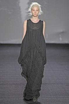 Uma Wang RTW Fall 2014 - Slideshow - Runway, Fashion Week, Fashion Shows, Reviews and Fashion Images - WWD.com