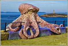 Sculpture of an octopus on the waterfront in La Coruña Sand Sculptures, Sculpture Art, Great Places, Places To Go, Mosaic Pieces, Public Art, Mosaic Art, Sea Creatures, Octopus